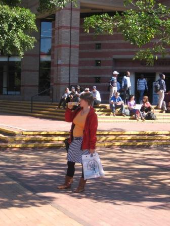 Anita auf dem Campus